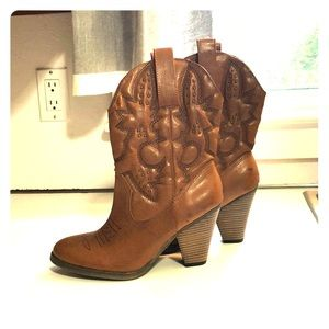 Brand new women's cowgirl healed boots